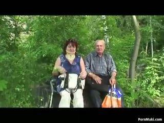Γιαγιά και γιαγιά γαμώ έξω
