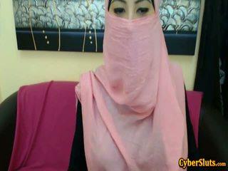 Thực nhút nhát arab cô gái khỏa thân chỉ trên cybersluts