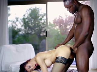 Горещ милф и тя younger lover 634, безплатно порно 57