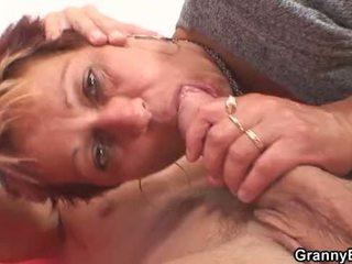 Він fucks її поголена старий манда