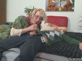 Lonely 70 years vana granny slammed pärit taga: hd porno 50