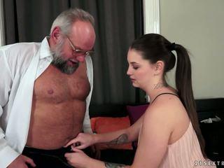 Angelina brill fucks an ouder gentleman, porno 4d
