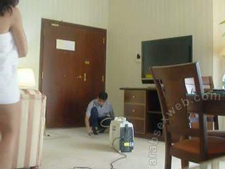 Arab iki adam teasing staff-asw1054