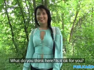Publicagent sexig ryska körd i den woods