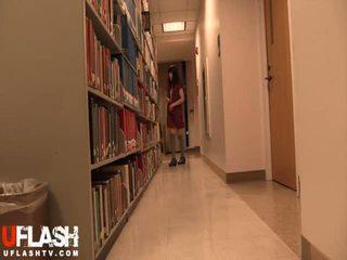 Nua em público biblioteca escola asiática amadora jovem grávida webcam