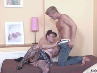 Jeune garçon séduit son grand-mère à obtenir première baise: hd porno b3