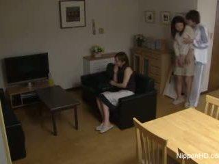 Japanisch teen takes ein schwanz