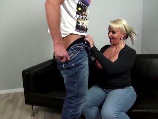 Eldre curvy mor fucks unge ikke henne sønn: gratis porno 92
