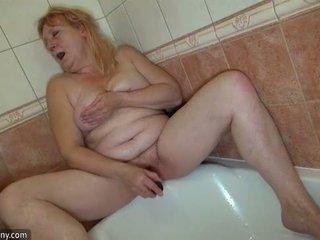Oldnanny two възбуден лесбийки жена е enjoying с колан с пенис