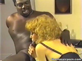 Hitam bos hubungan intim orang berambut pirang perempuan cabul
