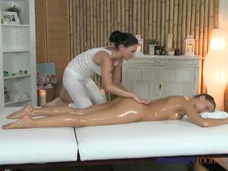 Massage rooms zierlich perfekt bodied lesben has tief finger g-spot orgasms