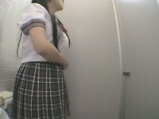 Mahasiswa kurang ajar in publik kakus