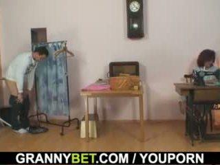 Він bangs sewing 70 years старий бабуся