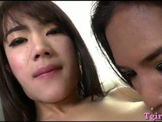 Two tailandietiškas ladyb-ys dildoing jų asses