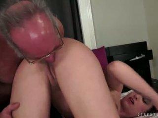 Angelina brill fucks an lebih tua gentleman