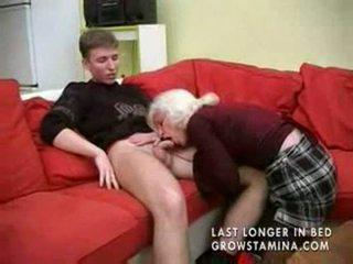 Oma mit saggy titten gets gefickt part1