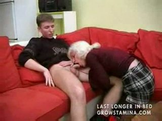Abuelita con saggy tetitas gets follada part1