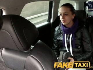 Faketaxi chycený na camera s ji knickers dolů