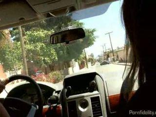 Koppel neuken een mexicaans slet in de achterbank van hun auto