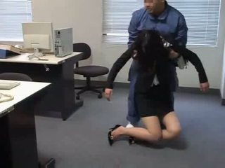 Officelady used 由 janitor