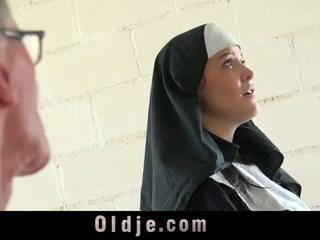 Régi férfi teszi fiatal monastery apáca fornicate