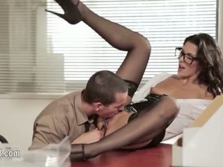Perfect office sex with attractive babe