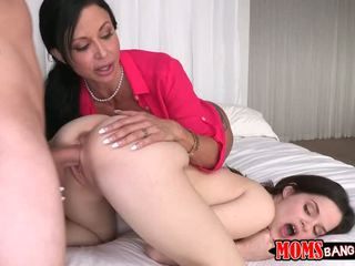 Hugetits mommy undervisa ung het par