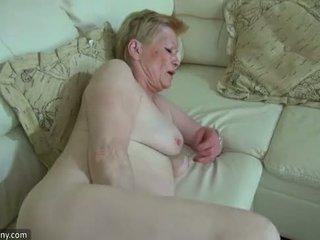 Oldnanny 뿔의 늙은 할머니 와 귀여운 소녀 masturbate 함께