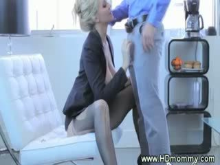 Classe milf gets licked antes a chupar
