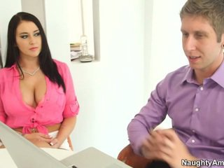 Bigtitted ब्लॅक haired alexis grace receives python