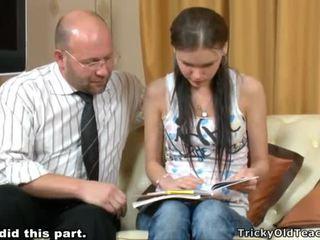 Tricky skolotāja seducing studente