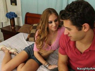 Hun gets det når han spreads henne ben