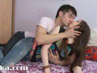 Deze 18yo meisje having sperma in haar poesje