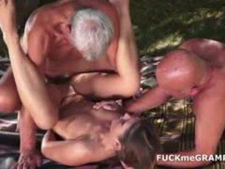 Two cachonda viejo men follada por joven nena