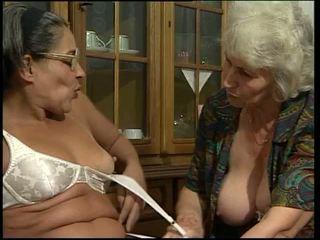 雙滲透, 奶奶, 假陽具