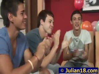 Juvenile lad julian having 彼の 18th birthday パーティー
