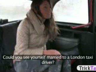 Babe fra latvia ser til en mann knullet av cab driver