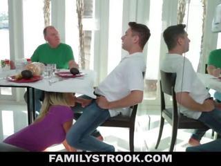Stiefmutter video - vollbusig schritt mutter fucks sohn