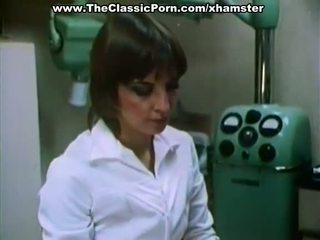 Doctor fucks sexy dama en un cabinet