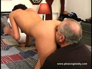 Nikita gets follada por viejo hombre jesse