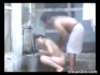 Rallig indisch aunty ficken und baden