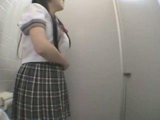 Studente scopata in pubblico toilette