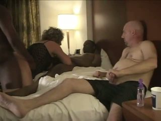 Ehemann enjoys beobachten amateur betrogener ehemann ehefrau schaukel.