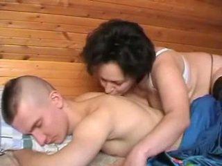 เมา รัสเชีย แม่ seduces the youth