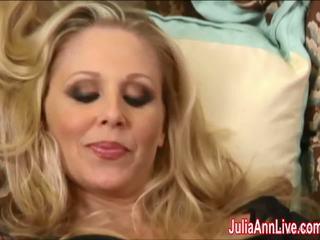 Sexy milf julia ann cums dur en bas!