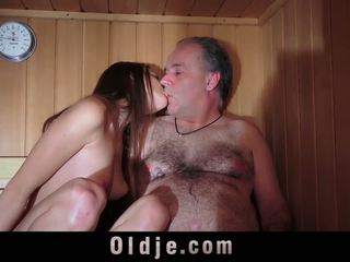 Oldguy has a sex adventure s the dievča on meets v.
