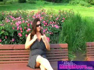 Maria moore - solo üzerinde park bench