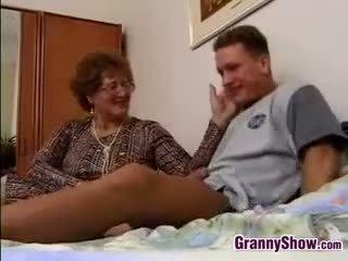 Großmutter gets gefickt von grandson im gesetz