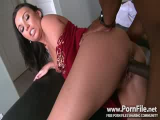Milfs Like It Black Mouth to Mouth