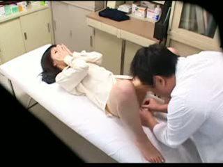 Spycam pervert doktor uses muda pesakit 02